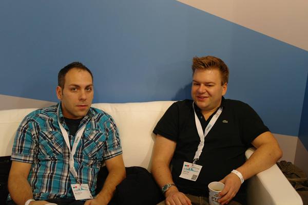 Julian und Markus bei der Diskussion