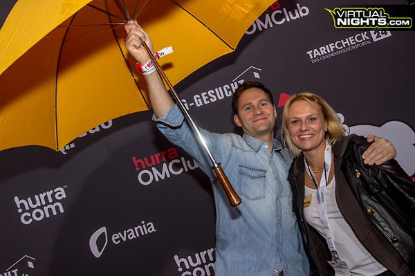 OMclub Party - wer ist das mit dem Schirm?